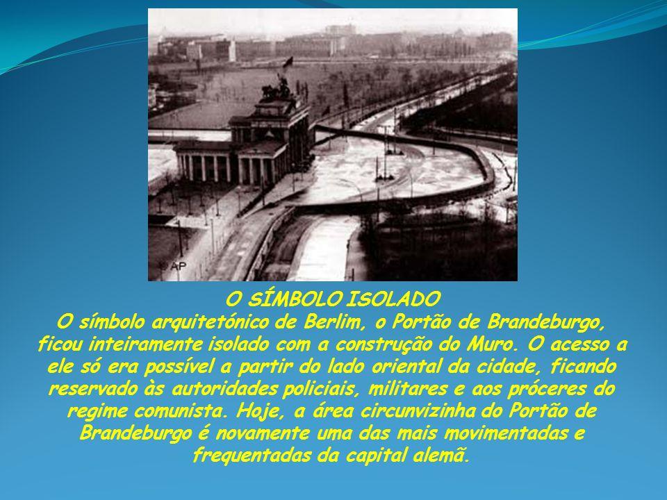 KENNEDY VISITA O MURO Em junho de 1963, quase dois anos depois da construção do Muro, o presidente norte-americano John F.