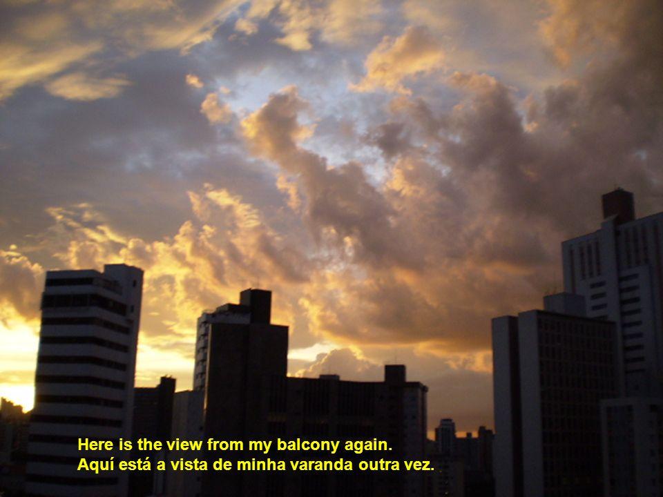 Here is the view from my balcony again. Aquí está a vista de minha varanda outra vez.