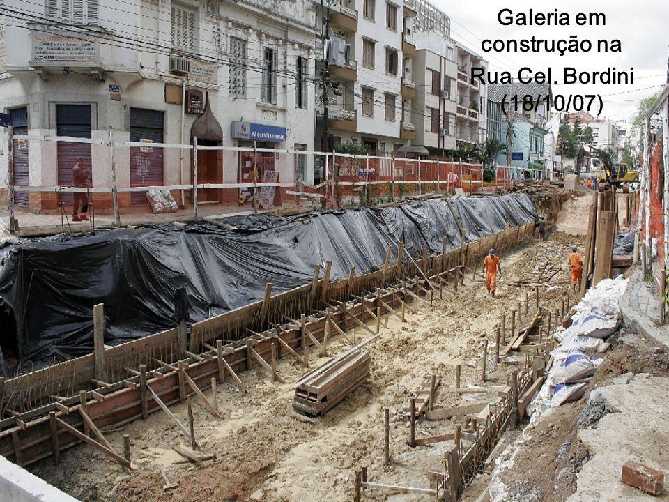 Galeria em construção na Rua Cel. Bordini (18/10/07)