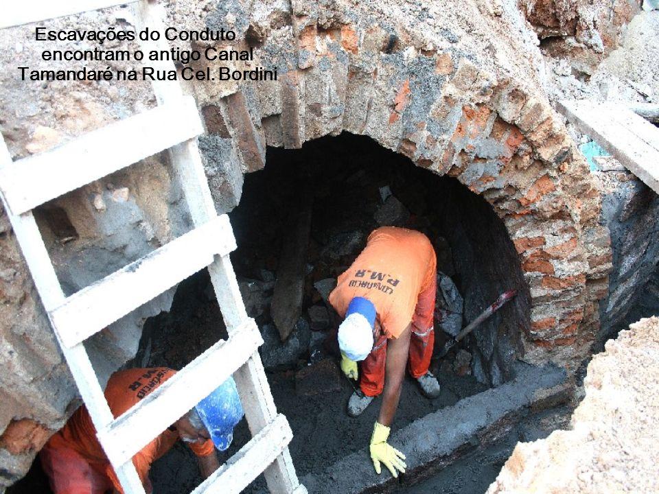 Escavações do Conduto encontram o antigo Canal Tamandaré na Rua Cel. Bordini