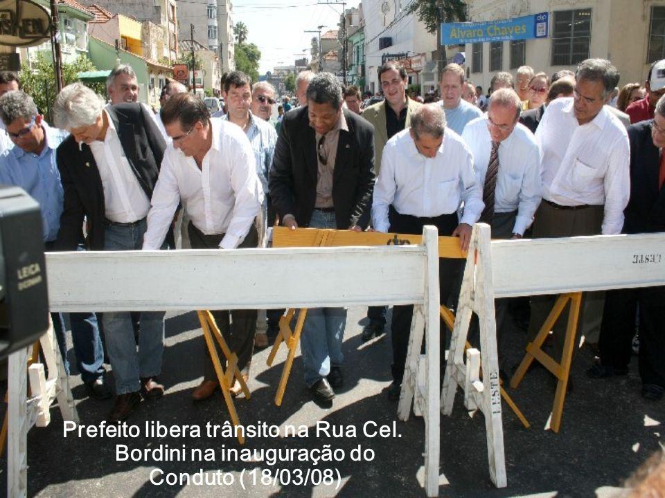 Prefeito libera trânsito na Rua Cel. Bordini na inauguração do Conduto (18/03/08)