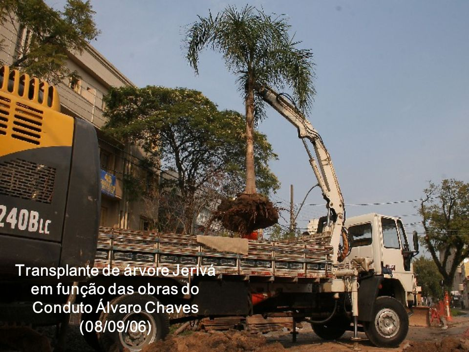 Inauguração do Conduto: prefeito concreta a última boca-de-lobo (18/03/08)
