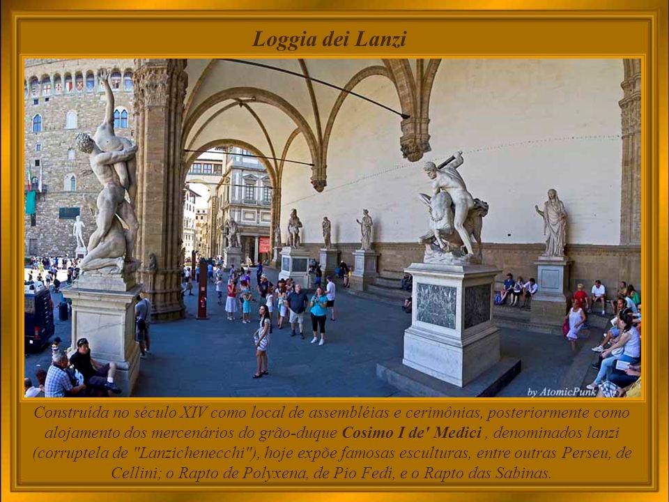 Palazzo Vecchio e Loggia dei Lanzi O estilo descontraído da Loggia contrasta com a arquitetura severa do Palazzo Vecchio.