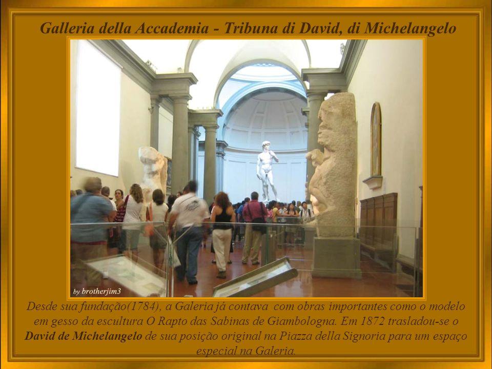 A casa de Michelangelo Casa Buonarroti - O prédio era de propriedade do escultor Michelangelo (mas nunca por ele ocupado) que a deixou para seu sobrinho, Leonardo Buonarroti.