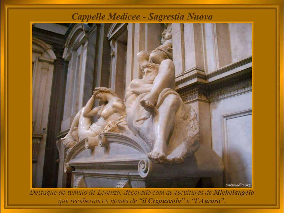 A Capela dos Medici, que integra a Igreja de São Lourenço, ostenta em suaSagrestia Nuova - uma capela funerária - obras de Michelangelo como arquiteto e escultor.