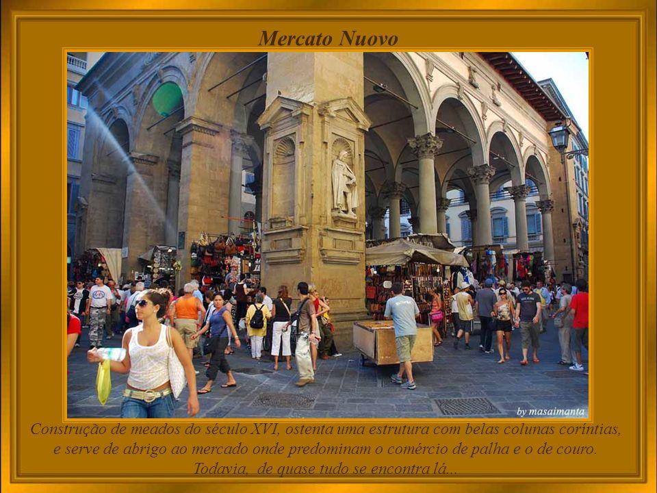 Destaque do túmulo de Lorenzo, decorado com as esculturas de Michelangelo que receberam os nomes de il Crepuscolo e lAurora.