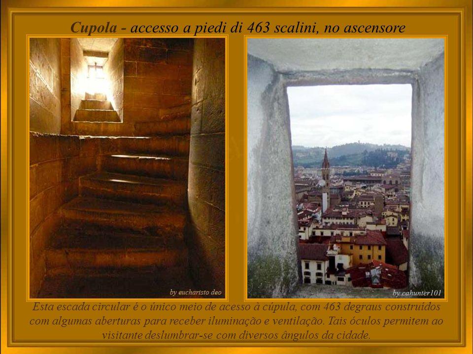 La Cattedrale – interno Duomo ou Catedral, pois ali está a Cátedra do Bispo; ou seja, o local onde o Bispo celebra e prega a palavra do Senhor.