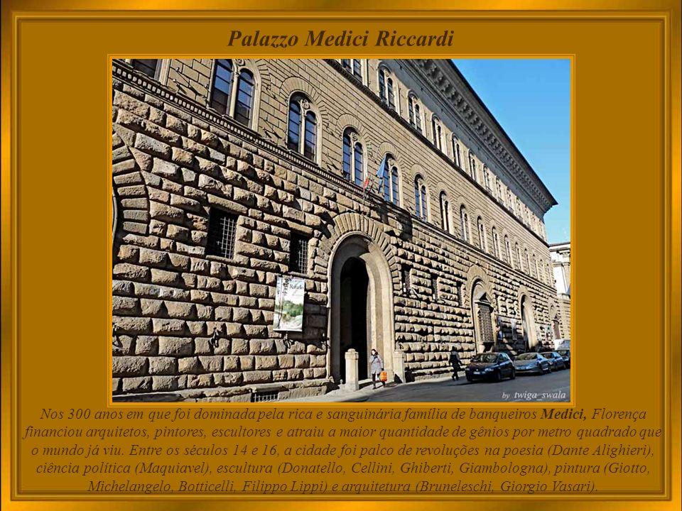 Festa della Stagion Bona a Panzano in Chianti - Firenze É um evento folclórico que comemora o início da Primavera, com um desfile de trajes tradicionais do Renascimento, abundância de barracas com iguarias de toda a Toscana, música e outras atrações.