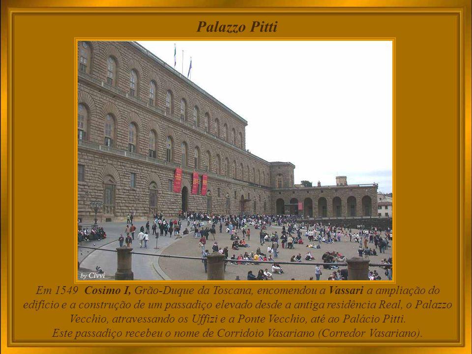 Palazzo Pitti A construção deste severo e imponente edifício foi encomendada em 1458 pelo banqueiro florentino Luca Pitti, para suplantar a grandiosidade do palácio onde residiam os Medici.