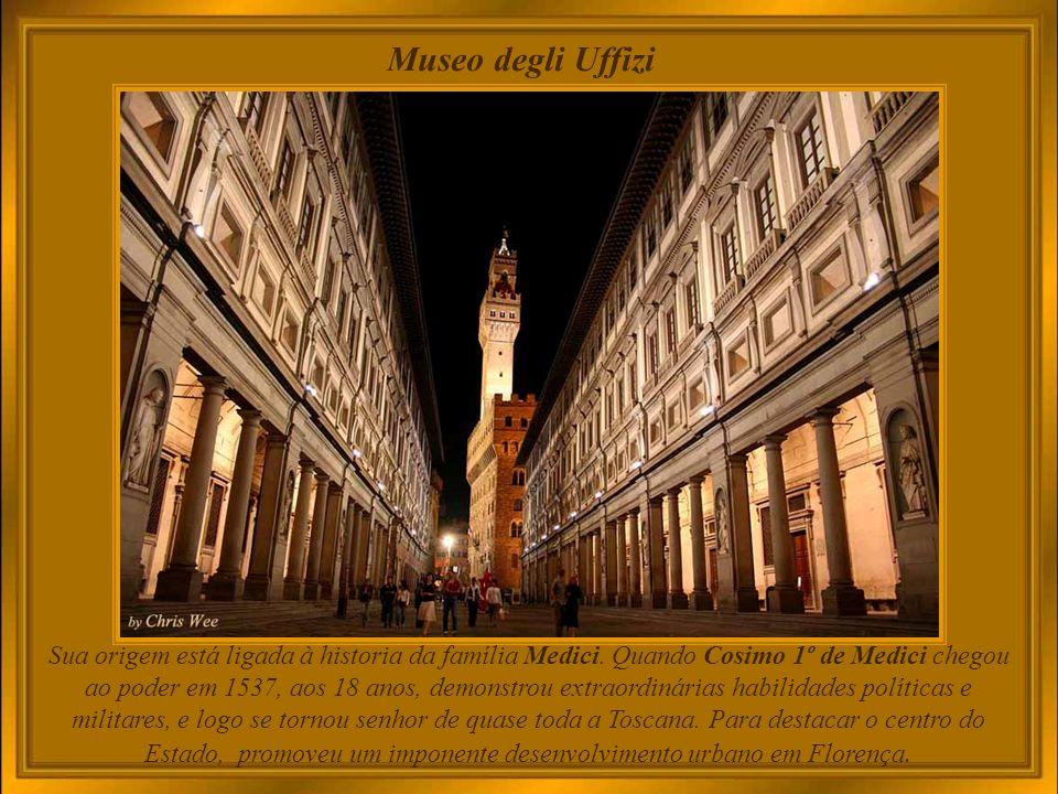 Palazzo Pitti Em 1549 Cosimo I, Grão-Duque da Toscana, encomendou a Vassari a ampliação do edifício e a construção de um passadiço elevado desde a antiga residência Real, o Palazzo Vecchio, atravessando os Uffizi e a Ponte Vecchio, até ao Palácio Pitti.