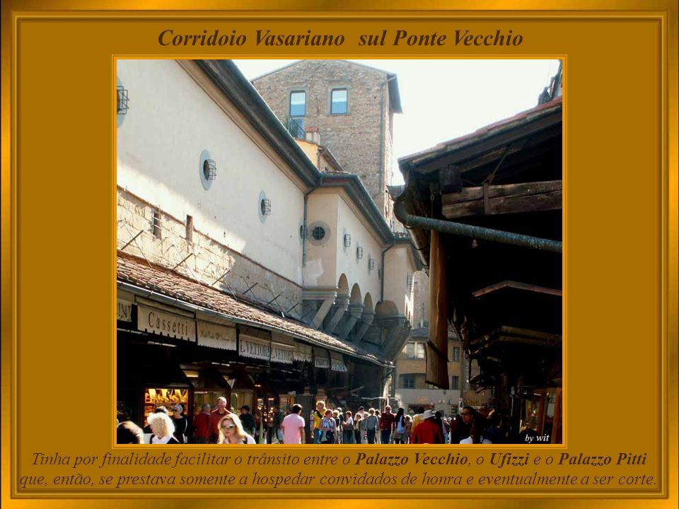 Corridoio Vasariano - interior O Corredor Vasariano, como ficou conhecido, era um indicador do prestígio da família Medici, que construiu sua própria maneira de chegar ao centro administrativo do ducado sem precisar de escolta para se deslocar.