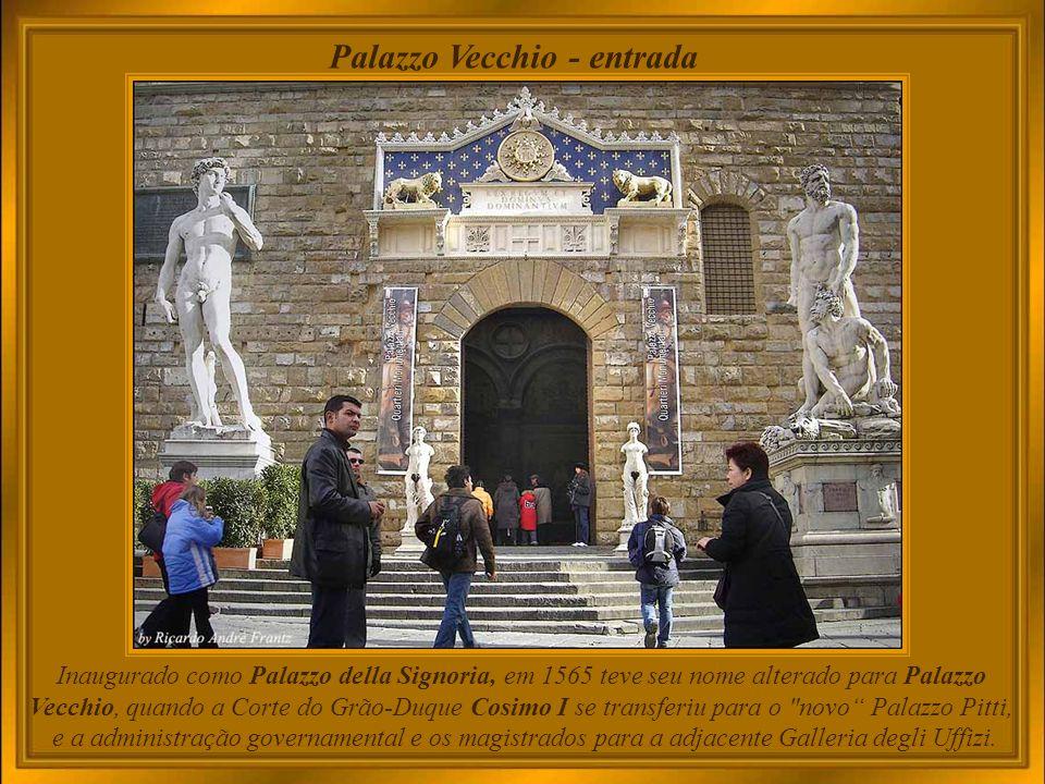 Palazzo Vecchio – e vista parcial da cidade A construção iniciou em 1299, e o Palazzo foi terminado em 1314.