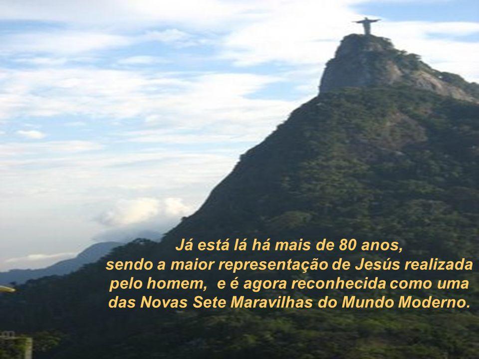 Ela pode ser vista de qualquer ponto do Rio de Janeiro, tanto de dia como de noite. En 2000 se sugeriu mudar sua cor cinza esverdeado por um azul, mas
