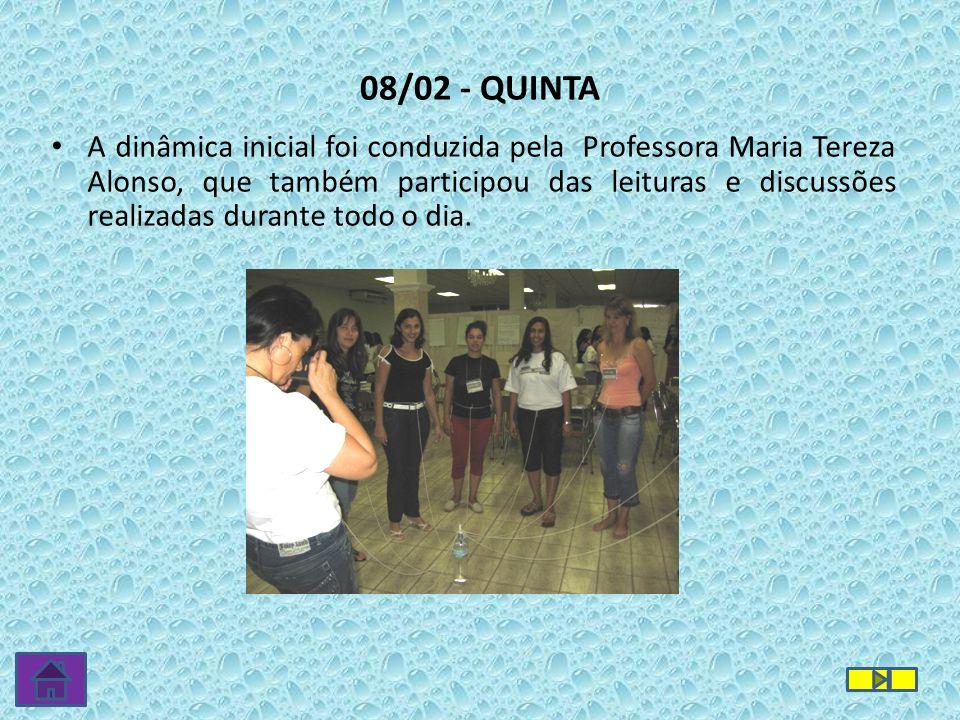 08/02 - QUINTA A dinâmica inicial foi conduzida pela Professora Maria Tereza Alonso, que também participou das leituras e discussões realizadas durant
