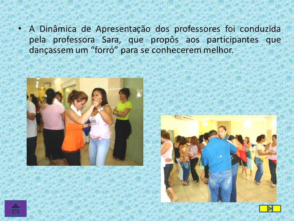 A Dinâmica de Apresentação dos professores foi conduzida pela professora Sara, que propôs aos participantes que dançassem um forró para se conhecerem