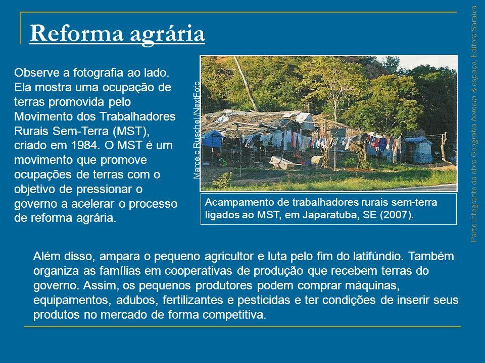 Parte integrante da obra Geografia homem & espaço, Editora Saraiva Reforma agrária Acampamento de trabalhadores rurais sem-terra ligados ao MST, em Ja
