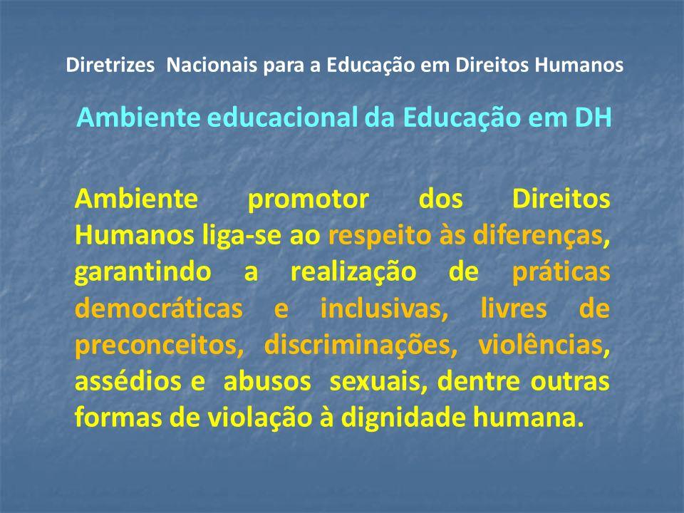 Ambiente promotor dos Direitos Humanos liga-se ao respeito às diferenças, garantindo a realização de práticas democráticas e inclusivas, livres de preconceitos, discriminações, violências, assédios e abusos sexuais, dentre outras formas de violação à dignidade humana.