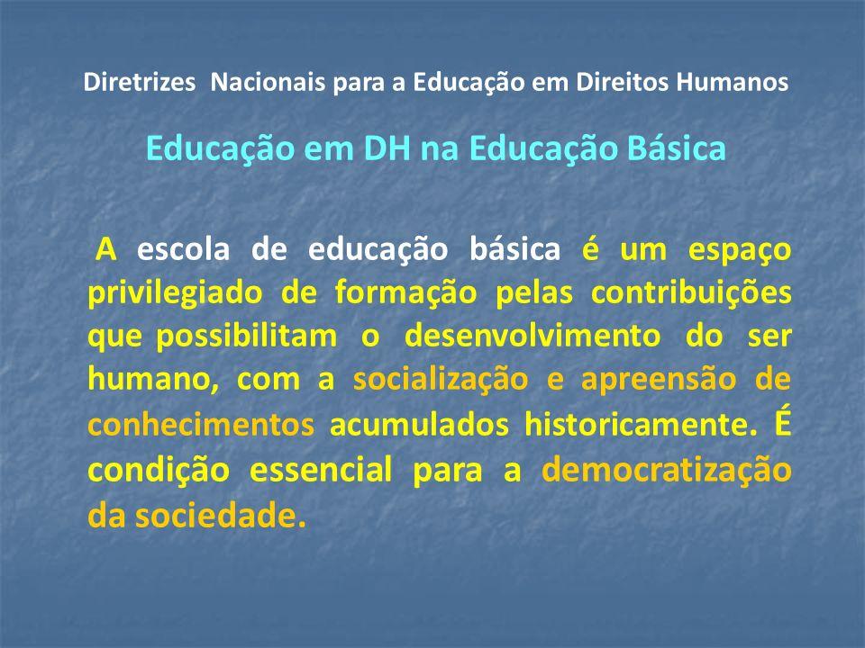 A escola de educação básica é um espaço privilegiado de formação pelas contribuições que possibilitam o desenvolvimento do ser humano, com a socialização e apreensão de conhecimentos acumulados historicamente.