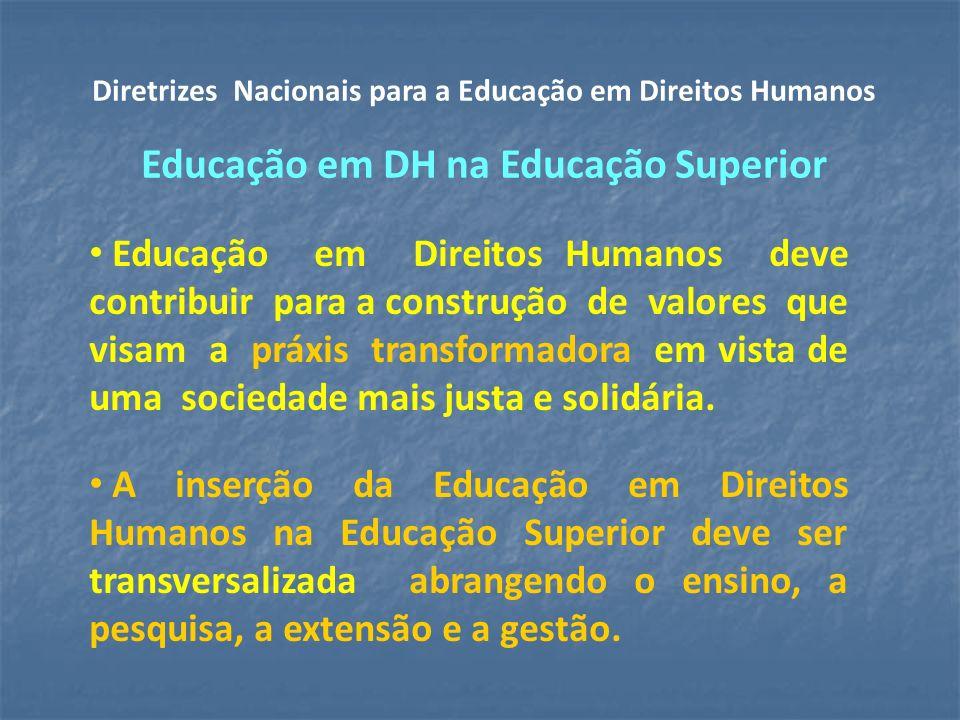 Educação em Direitos Humanos deve contribuir para a construção de valores que visam a práxis transformadora em vista de uma sociedade mais justa e solidária.