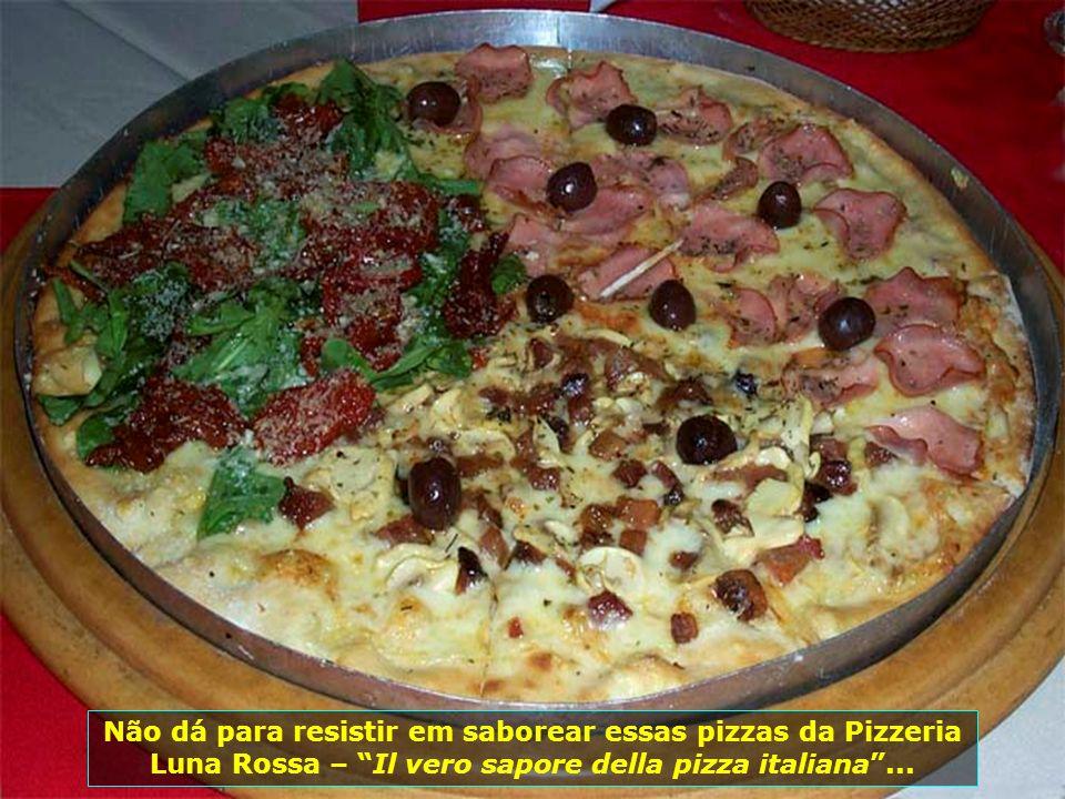 Próxima ao Farol da Barra a Pizzeria Luna Rossa é ponto de encontro de quem visita Salvador. Forno a lenha, deliciosas pizzas, ambiente acolhedor...