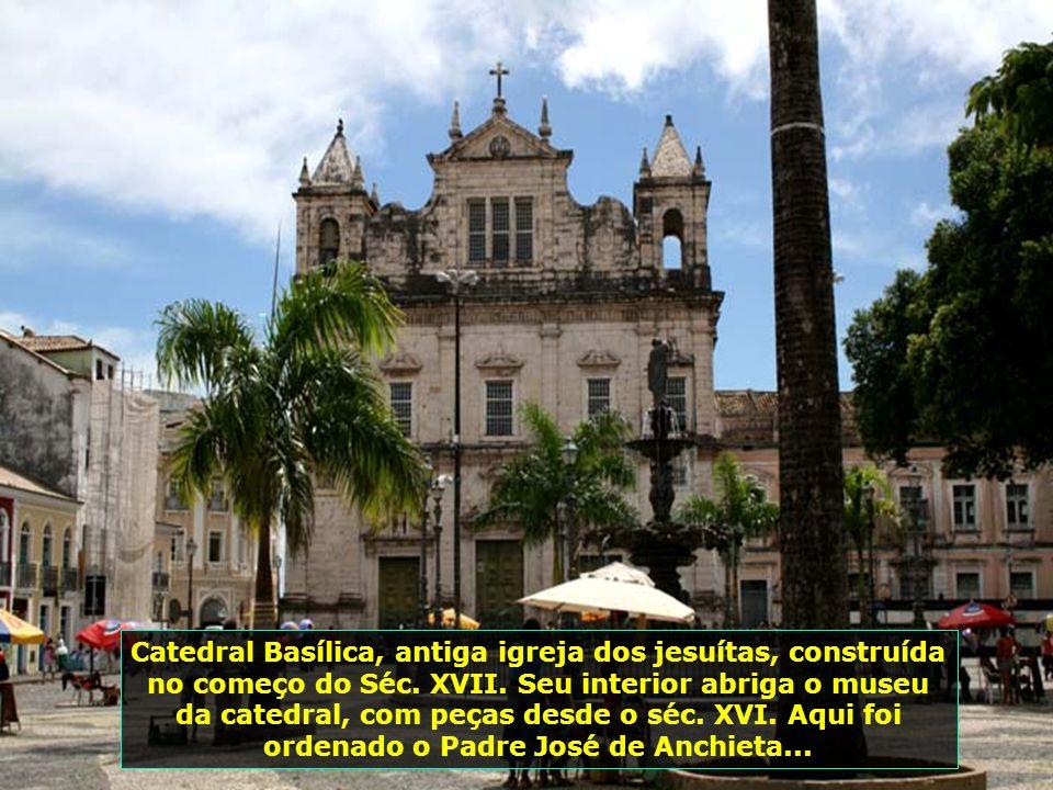 Salvador possui 365 igrejas - uma para cada dia do ano, segundo o poeta e musicista Dorival Caymmi...