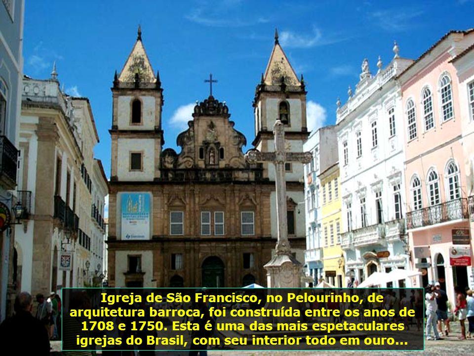 Catedral Basílica, antiga igreja dos jesuítas, construída no começo do Séc. XVII. Seu interior abriga o museu da catedral, com peças desde o séc. XVI.
