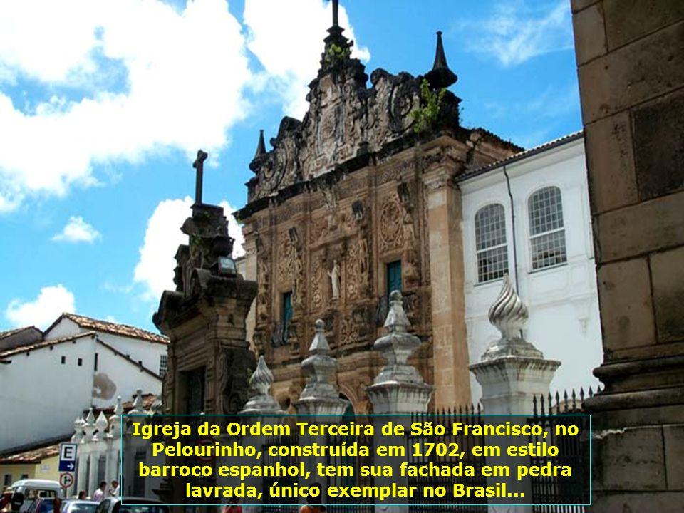 Igreja de São Francisco, no Pelourinho, de arquitetura barroca, foi construída entre os anos de 1708 e 1750. Esta é uma das mais espetaculares igrejas