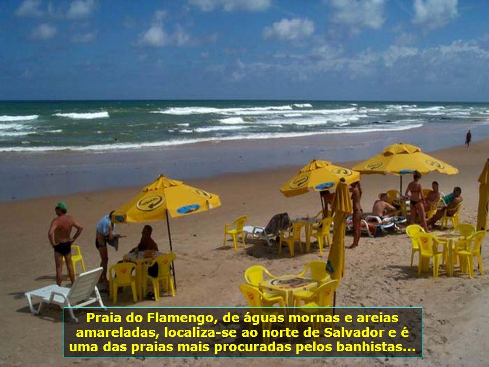 Lagoa do Abaeté, no bairro de Itapuã, alvo de muitas lendas em torno de suas águas escuras cercadas por areias finas e brancas. Ela era reverenciada c