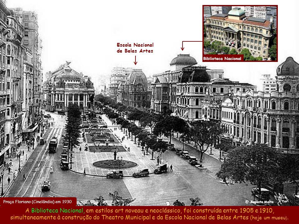 Theatro Municipal em 1910 O estilo francês estava por toda parte, com o Theatro Municipal (1909) inspirado na Ópera de Paris e a Escola Nacional de Be
