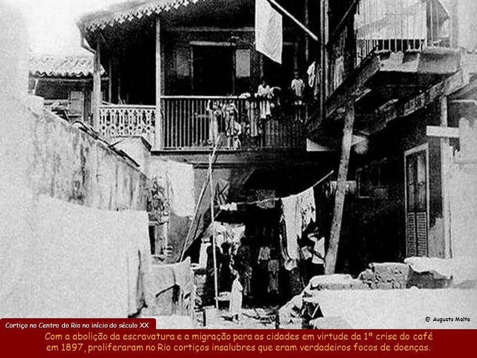 Desmonte parcial do Morro do Castelo em 1904 O desmonte do Morro do Castelo para construir a Av. Beira-Mar foi parcial, sendo retomado em 1922 quando