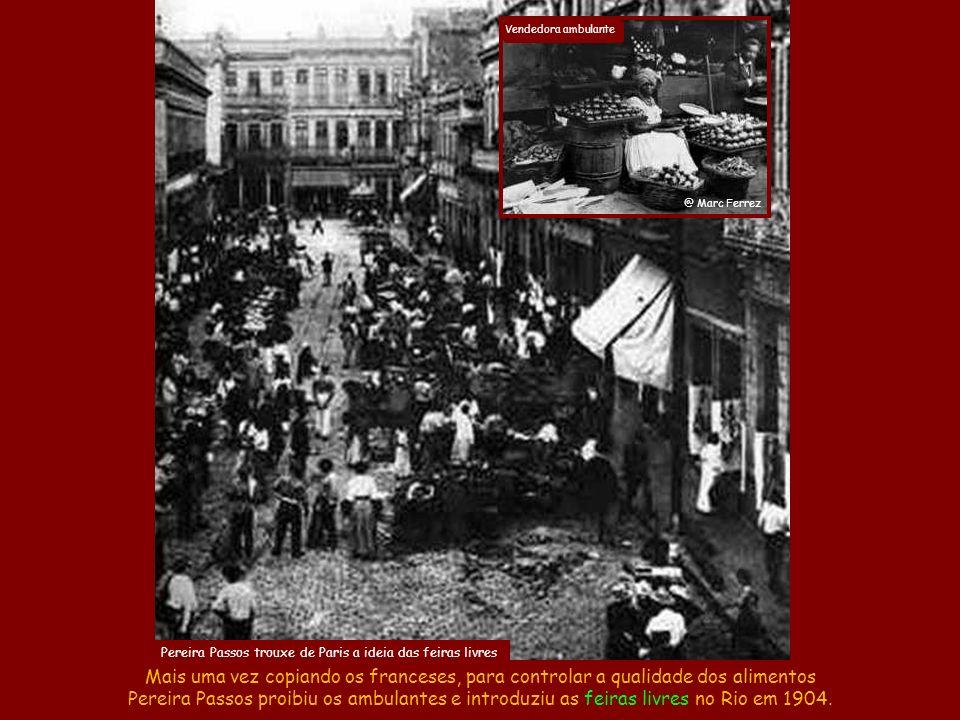 A Revolta da Vacina de 1904 Mesmo assim, a ignorância era tanta que na Revolta da Vacina de 1904 o povo saiu quebrando tudo para não ser vacinado cont