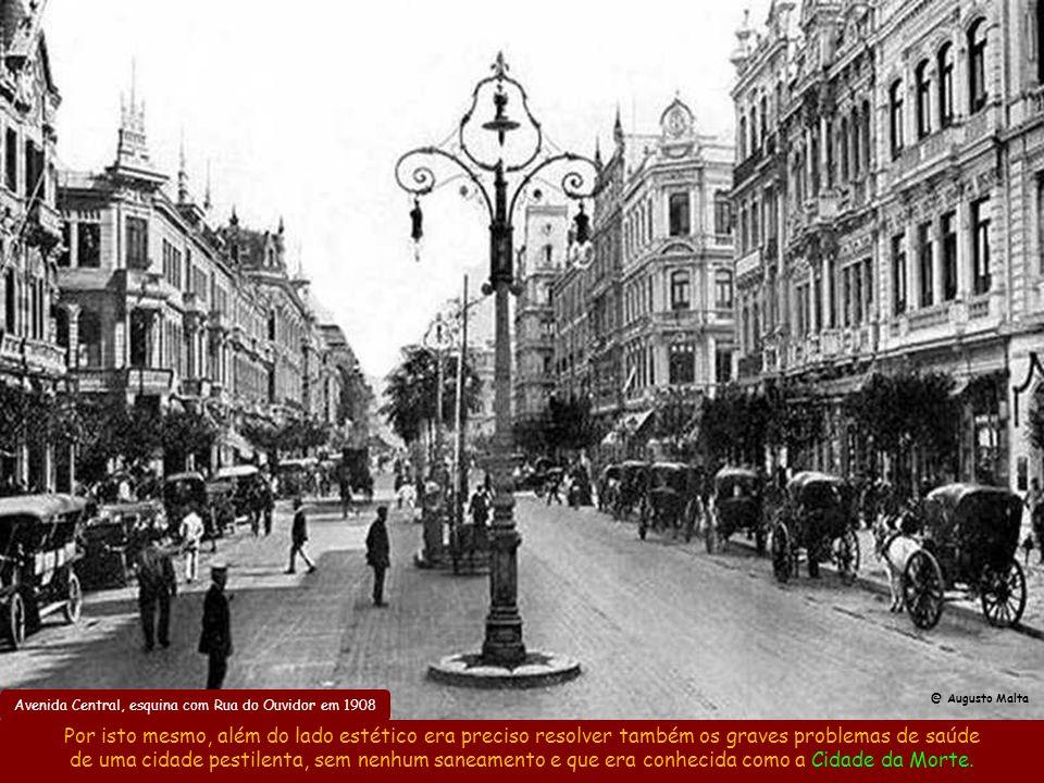 Avenida Central em 1917 @ Augusto Malta Avenue des Champs Élysés em 1900Avenida Central (já Av. Rio Branco) na década de 1920 A inspiração de Pereira