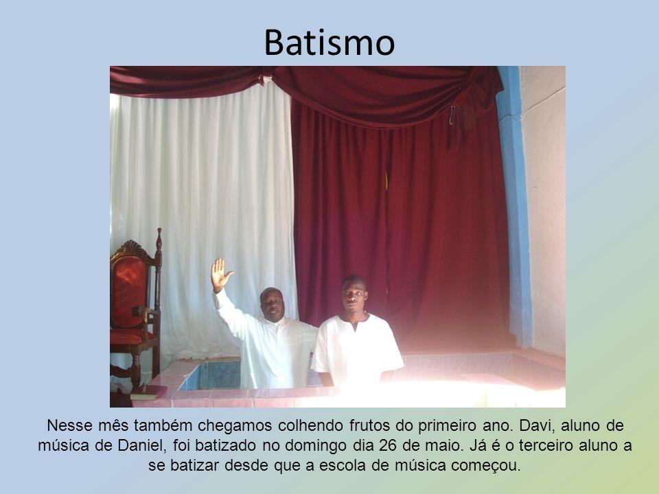 Batismo Nesse mês também chegamos colhendo frutos do primeiro ano. Davi, aluno de música de Daniel, foi batizado no domingo dia 26 de maio. Já é o ter