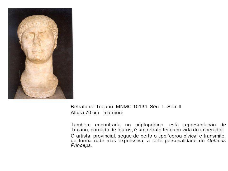 Retrato de Trajano MNMC 10134 Séc. I –Séc. II Altura 70 cm mármore Também encontrada no criptopórtico, esta representação de Trajano, coroado de louro