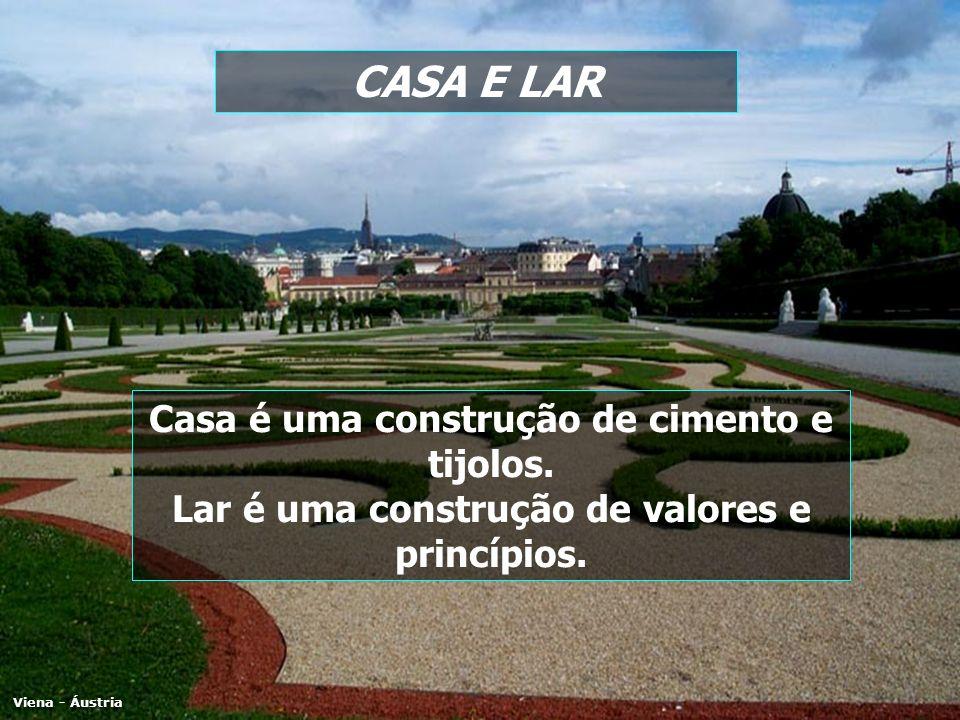 CASA E LAR Viena - Áustria Casa é uma construção de cimento e tijolos. Lar é uma construção de valores e princípios.
