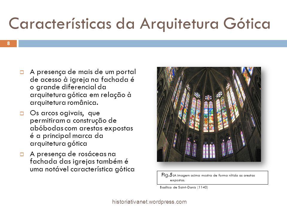 Características da Arquitetura Gótica A presença de mais de um portal de acesso à igreja na fachada é o grande diferencial da arquitetura gótica em relação à arquitetura românica.
