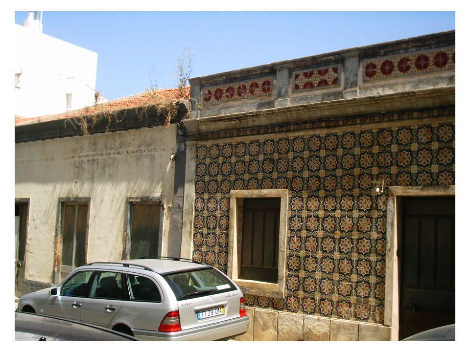 Desleixe na arrumação dos materiais utilizados nas obras a decorrer na cidade de Portimão !