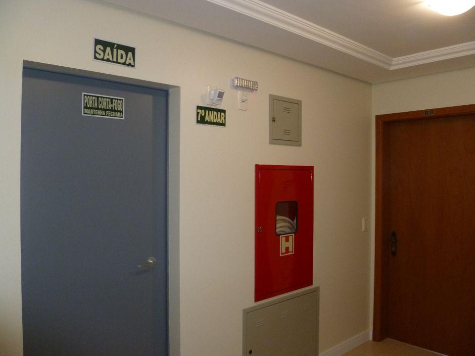 Construtora e Incorporadora Colúmbia Ltda Áreas de entrada e internas de um apartamento padrão (702)