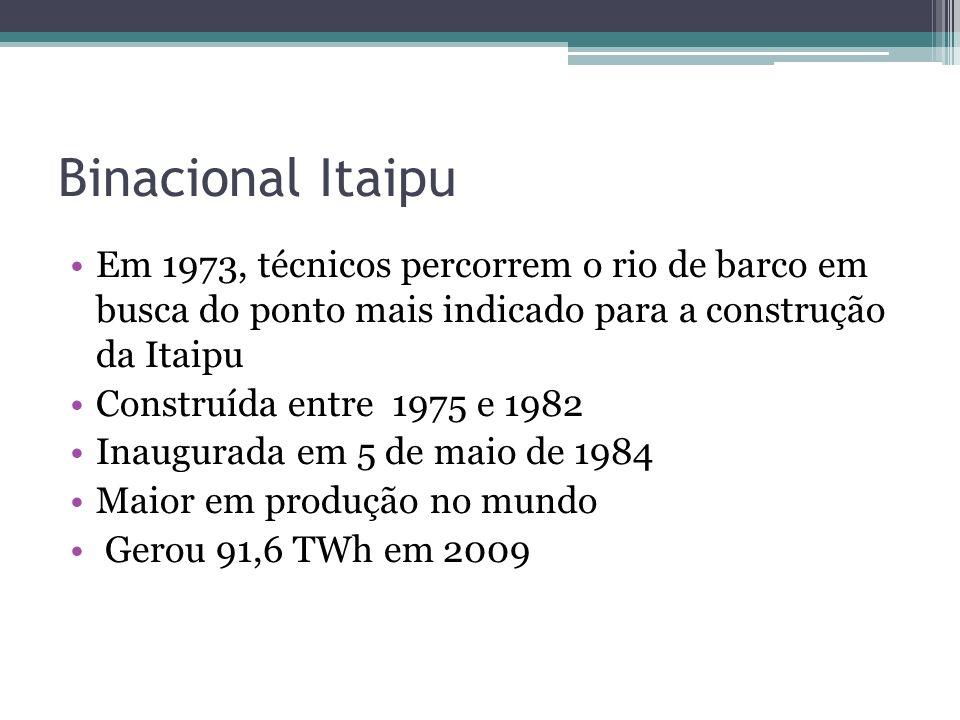 Binacional Itaipu Em 1973, técnicos percorrem o rio de barco em busca do ponto mais indicado para a construção da Itaipu Construída entre 1975 e 1982