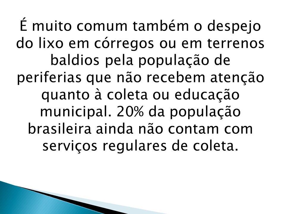 É muito comum também o despejo do lixo em córregos ou em terrenos baldios pela população de periferias que não recebem atenção quanto à coleta ou educ