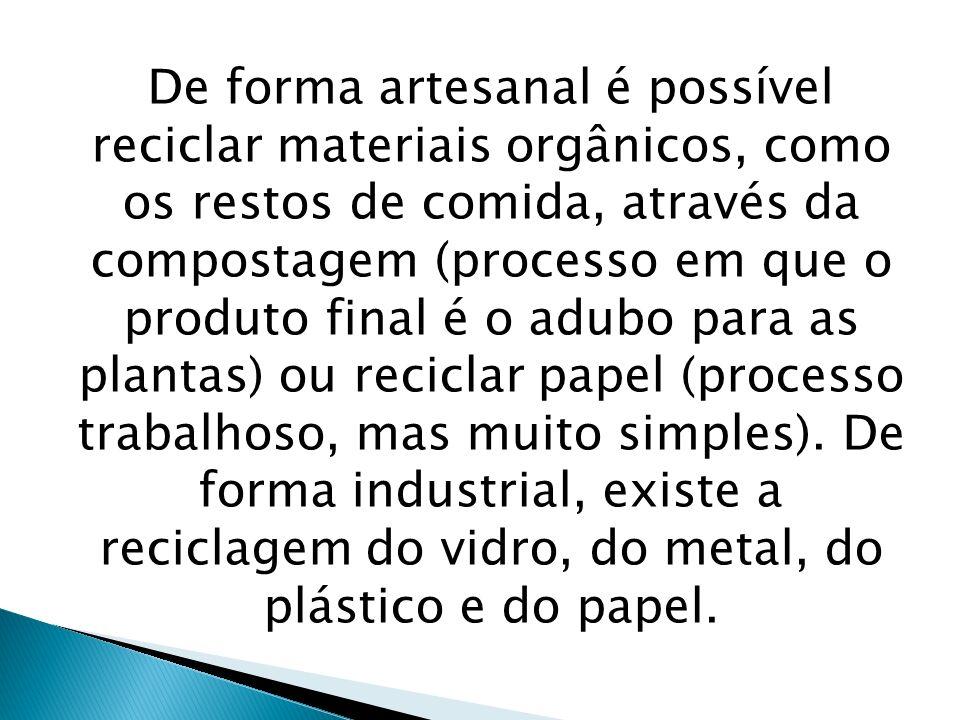 De forma artesanal é possível reciclar materiais orgânicos, como os restos de comida, através da compostagem (processo em que o produto final é o adub