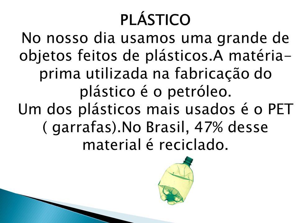 PLÁSTICO No nosso dia usamos uma grande de objetos feitos de plásticos.A matéria- prima utilizada na fabricação do plástico é o petróleo. Um dos plást