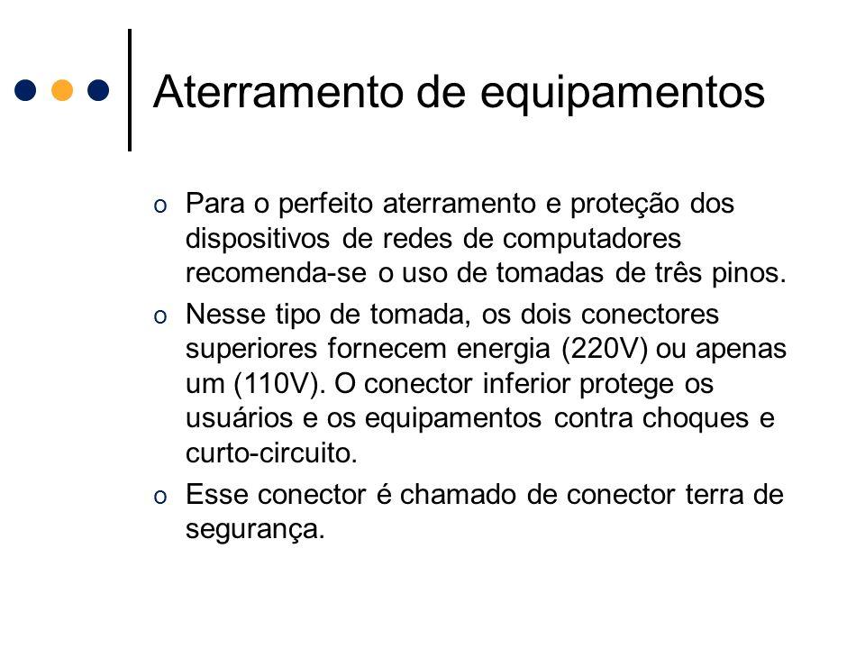 Aterramento de equipamentos o Para o perfeito aterramento e proteção dos dispositivos de redes de computadores recomenda-se o uso de tomadas de três p