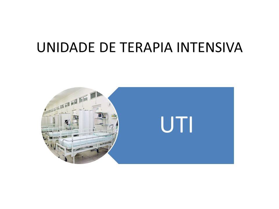 A EQUIPE DE ENFERMAGEM NA UTI.