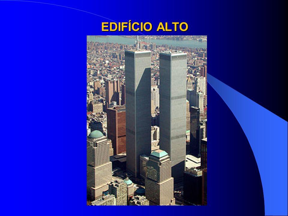 COMBATE A INCÊNDIOS EM EDIFÍCIOS ALTOS DATAEDIFÍCIOVÍTIMAS 13JAN69Grande Avenida- 24FEV72Andraus16 fatais e 329 feridas 01FEV74Joelma189 fatais e 345 feridas 04SET78Conj.