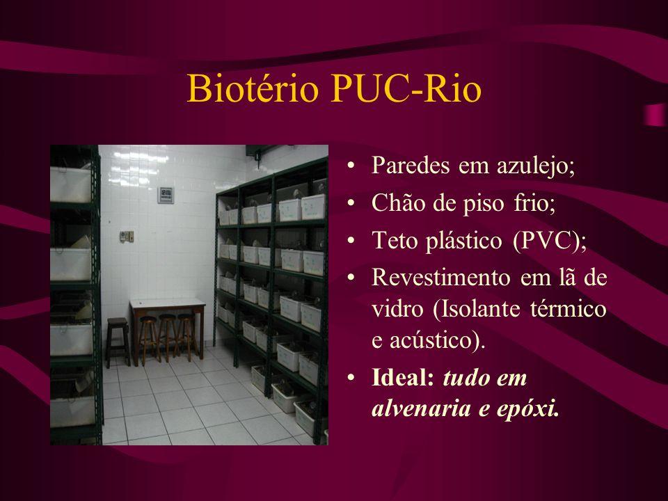 Biotério PUC-Rio Paredes em azulejo; Chão de piso frio; Teto plástico (PVC); Revestimento em lã de vidro (Isolante térmico e acústico). Ideal: tudo em