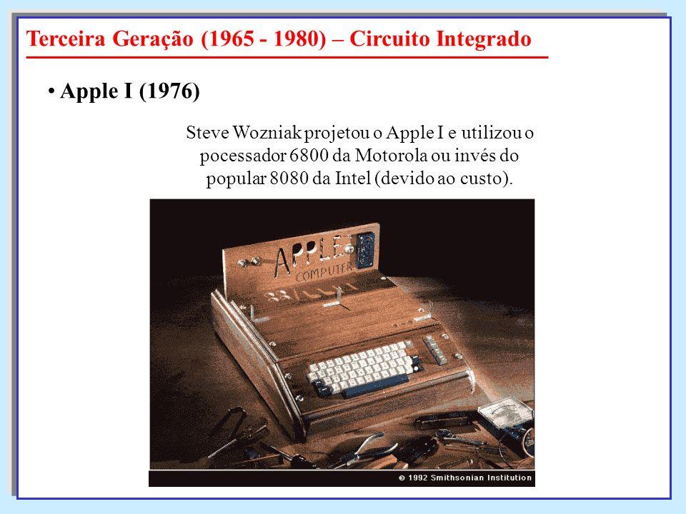 Steve Wozniak projetou o Apple I e utilizou o pocessador 6800 da Motorola ou invés do popular 8080 da Intel (devido ao custo). Apple I Apple I (1976)