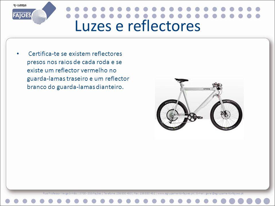 Luzes e reflectores Certifica-te se existem reflectores presos nos raios de cada roda e se existe um reflector vermelho no guarda-lamas traseiro e um reflector branco do guarda-lamas dianteiro.
