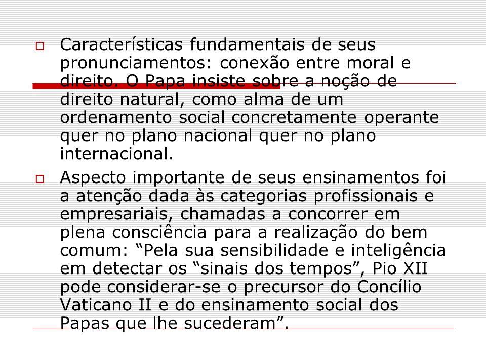 Características fundamentais de seus pronunciamentos: conexão entre moral e direito. O Papa insiste sobre a noção de direito natural, como alma de um