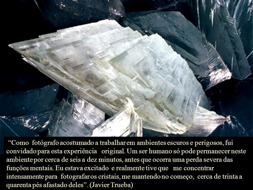 Não foi fácil conseguir as primeiras fotografias dos cristais gigantes. Era necessário encontrar um fotógrafo profissional especializado em ambientes